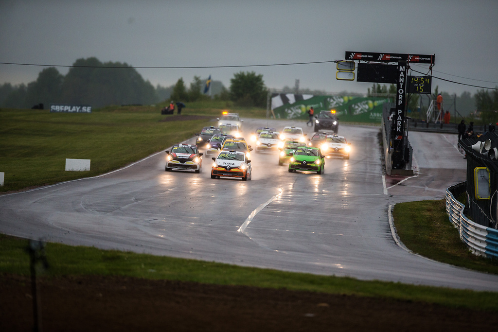 Startfältet i Clio Cup på Mantorp Park race två