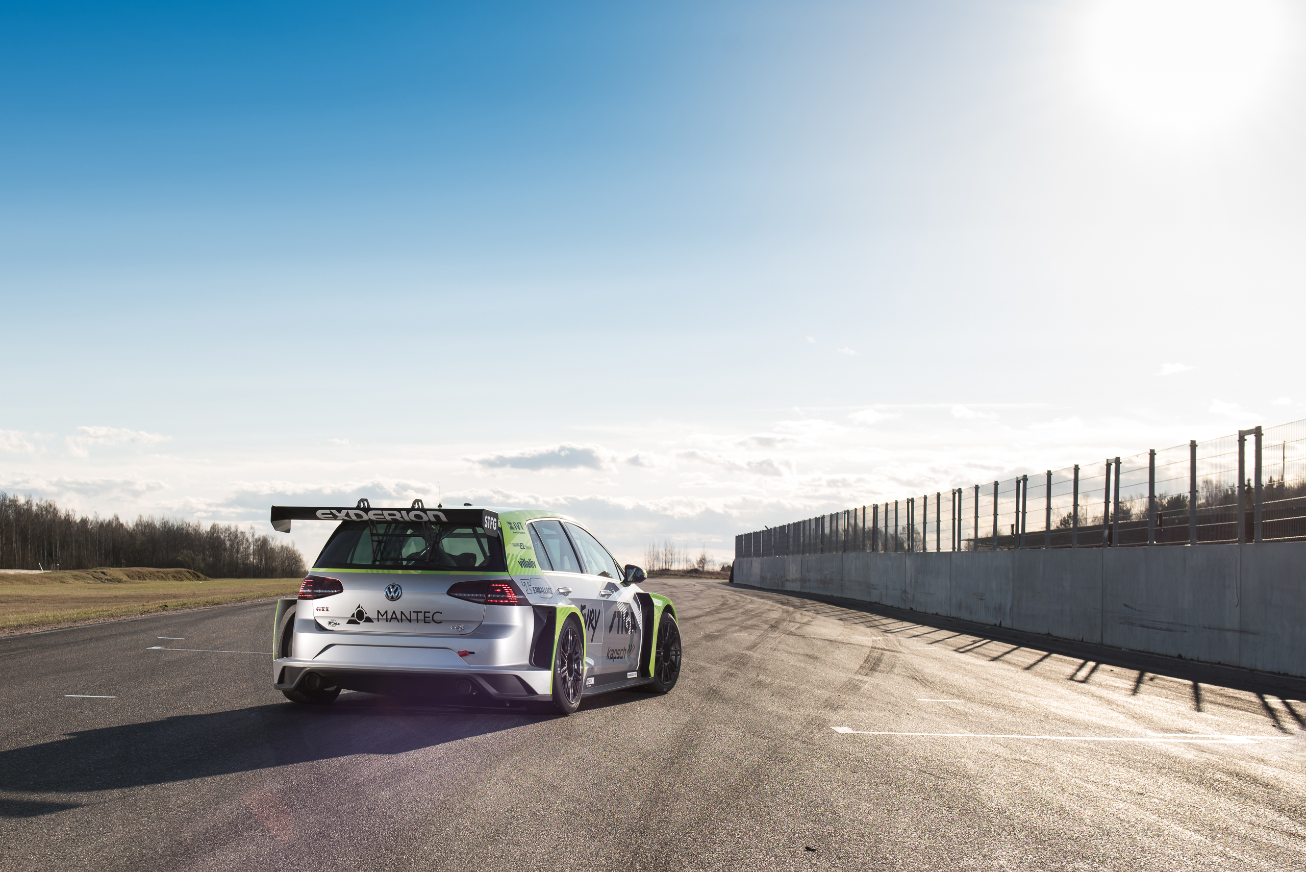 Experion racing teams Volkswagen Golf TCR med Mantec som sponsor.