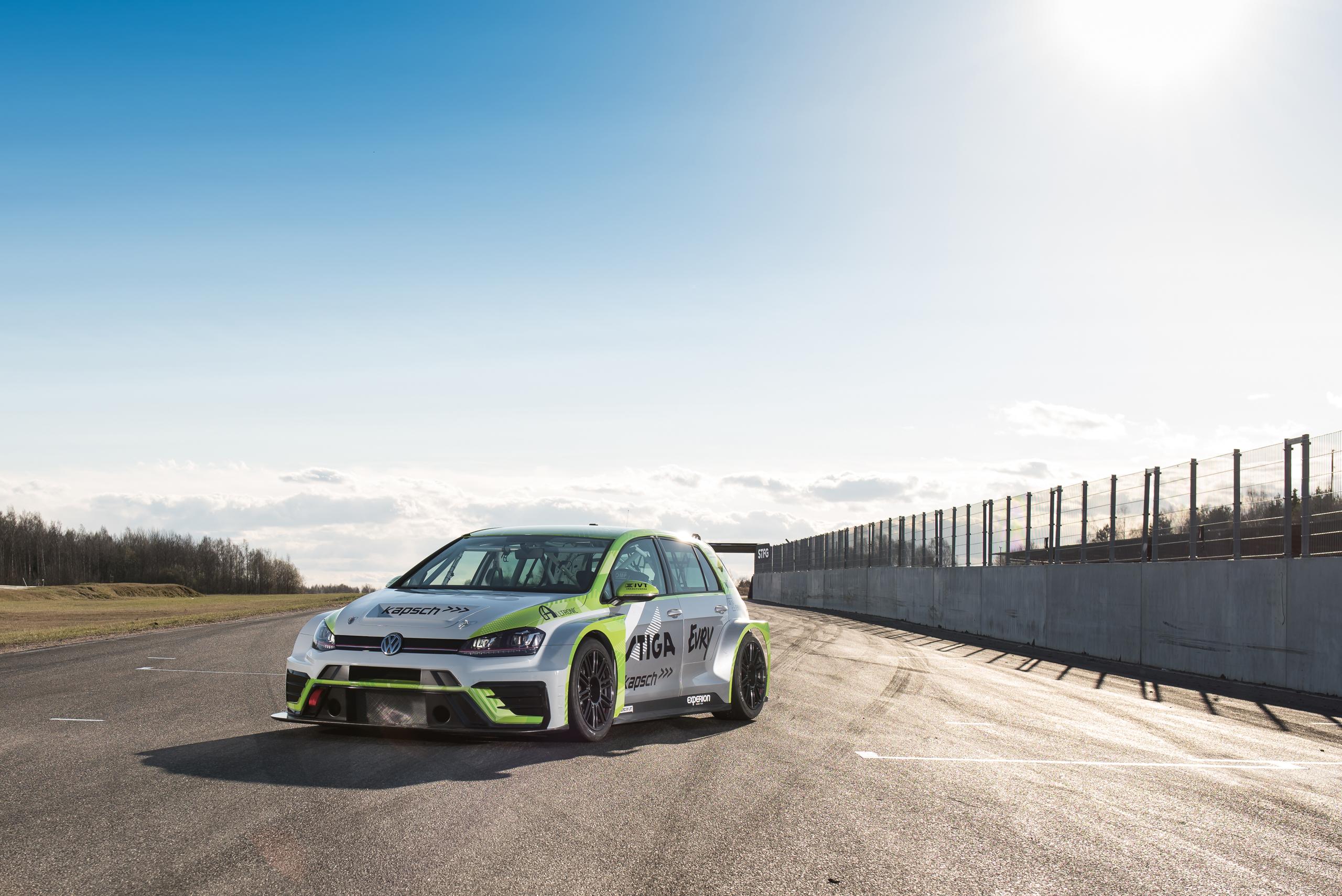 Experion racing teams Volkswagen Golf TCR som ska tävlas med i STCC