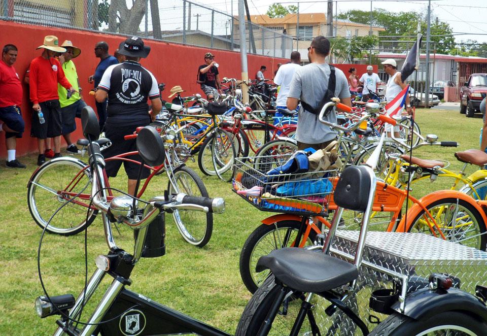 """Bicicletada de """"Haciendo la Diferencia:, un grupo de vecinos de la Comunidad Especial """"La Cerámica"""", Carolina, Puerto Rico. Parque Atlético Héctor Manuel Quiñones Fortis."""