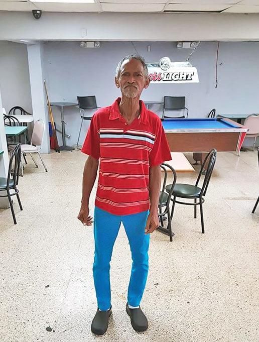 """Jorge Alberto Mojica, también conocido como """"El Caminante"""" o el """"Barrendero"""", Carolina, Puerto Rico."""