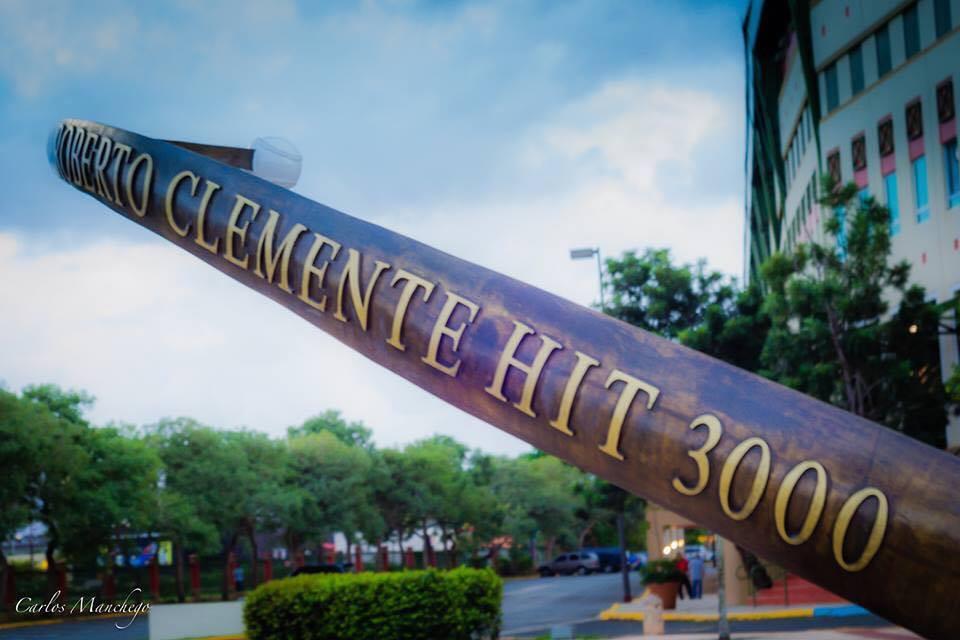 Figura de los 3,000 hits de Roberto Clemente en Carolina, Puerto Rico.