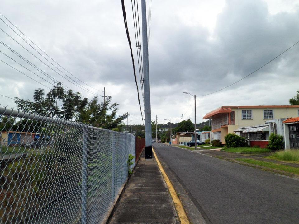Caminando al lado de la Quebrada, Country Club, Carolina, Puerto Rico.