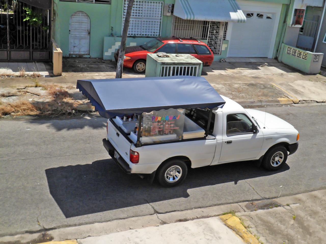 Guagua de piraguas de Carolina, Puerto Rico.