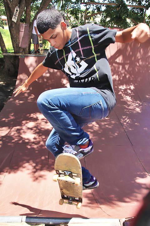 Antigua Cancha Bajo Techo Manuel Carrasquillo Herpén, ahora Moho Skate Park, al lado de la Kodak, en Country Club, Carolina.