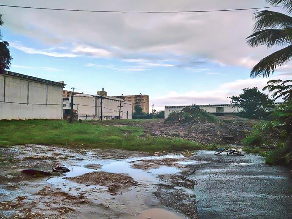 Mirando desde el Barrio Sabana Abajo al Residencial Torres de Sabana, Carolina, Puerto Rico.