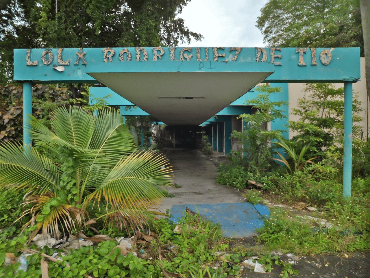 Escuela Lola Rodríguez De Tió, en Valle Arriba Heights, Carolina, PR.