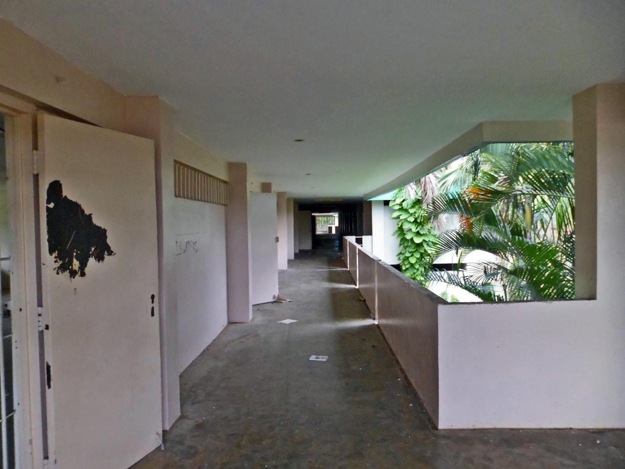 Antigua Escuela (ahora abandonada) Lola Rodríguez De Tió, Valle Arriba Heights, Carolina, Puerto Rico.