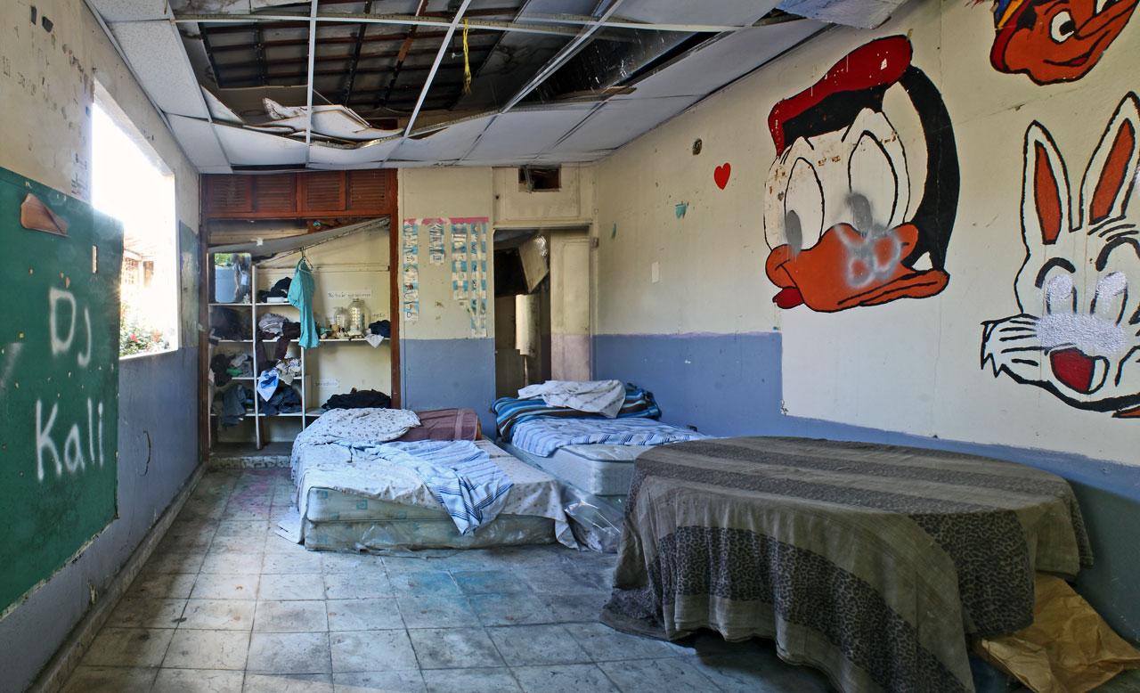 Escuela abandonada en la Urbanización Los Ángeles, Carolina, Puerto Rico.