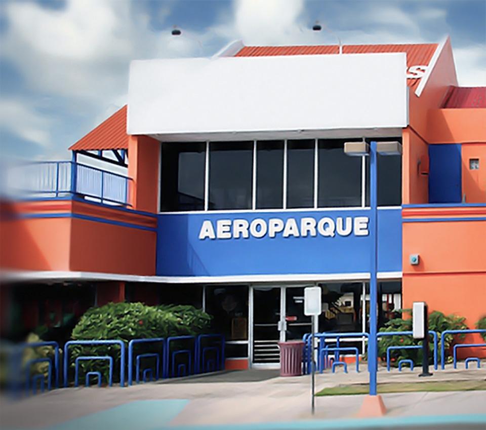 El Aeroparque del Aeropuerto Luis Muñoz Marín, Carolina, Puerto Rico.