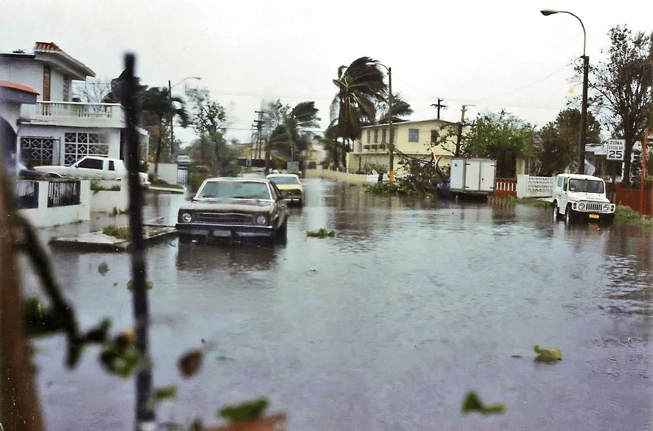 Foto tras el paso del Huracán Hugo por Puerto Rico. Urbanización Vistamar, Carolina, PR.