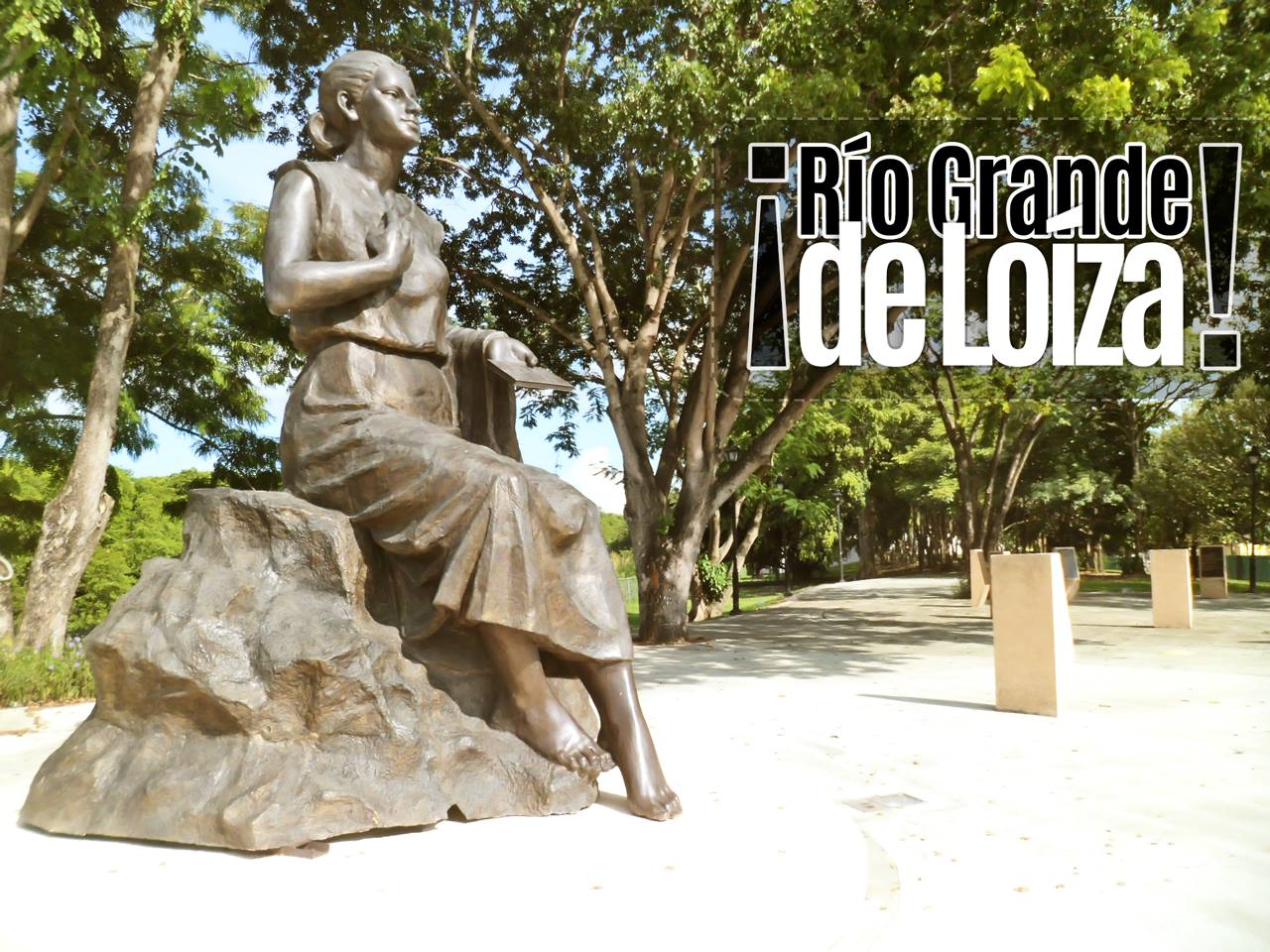 Estatua por el Mausoleo Julia De Burgos, Carolina, Puerto Rico.
