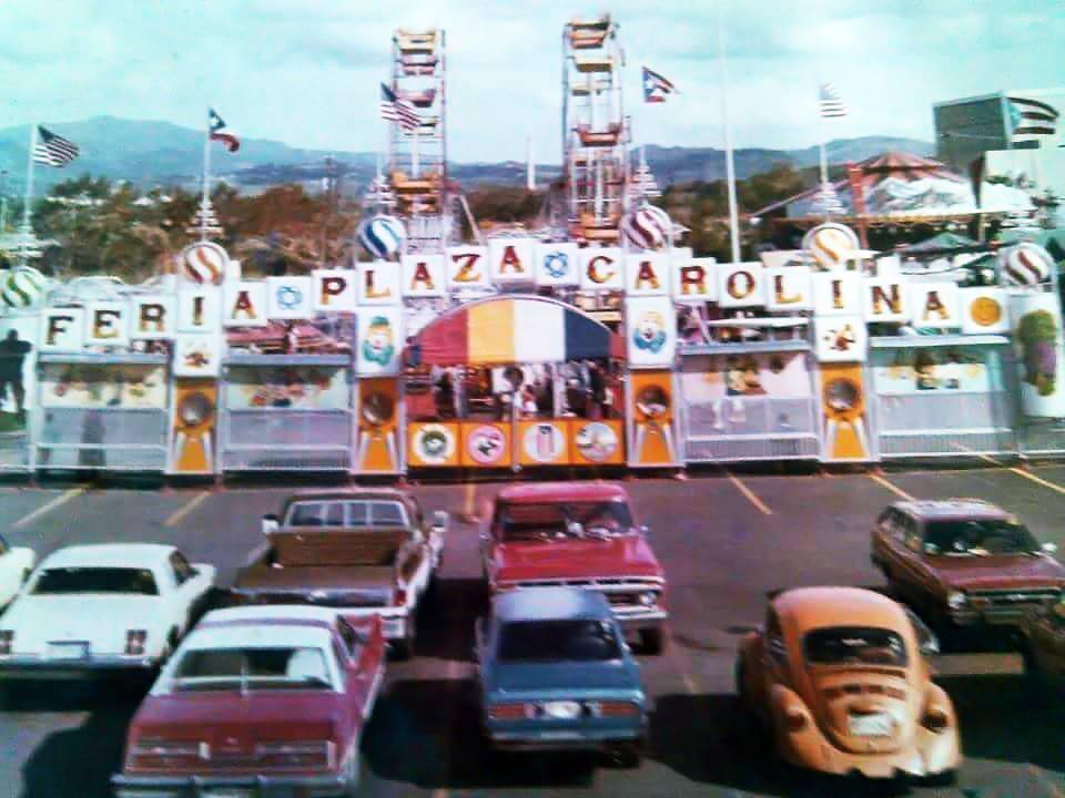 Feria Plaza Carolina, frente al Centro Comercial Plaza Carolina, Carolina, Puerto Rico.