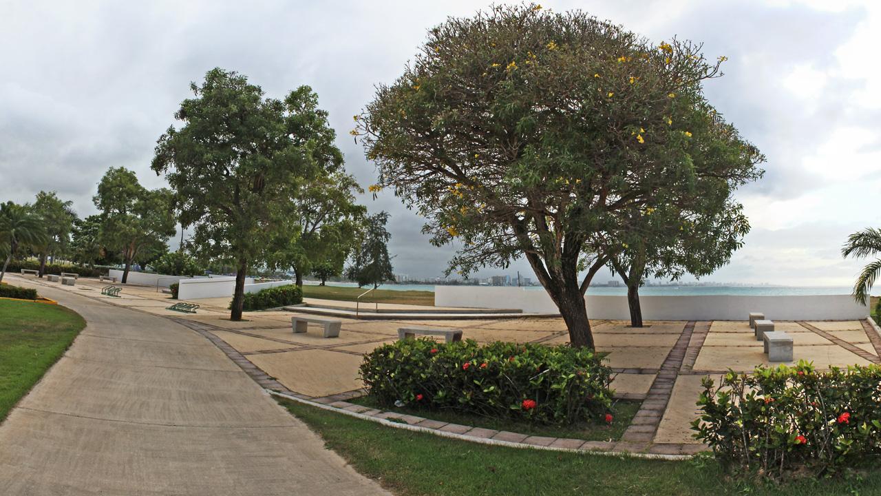 Al lado del Balneario de Carolina, Puerto Rico.