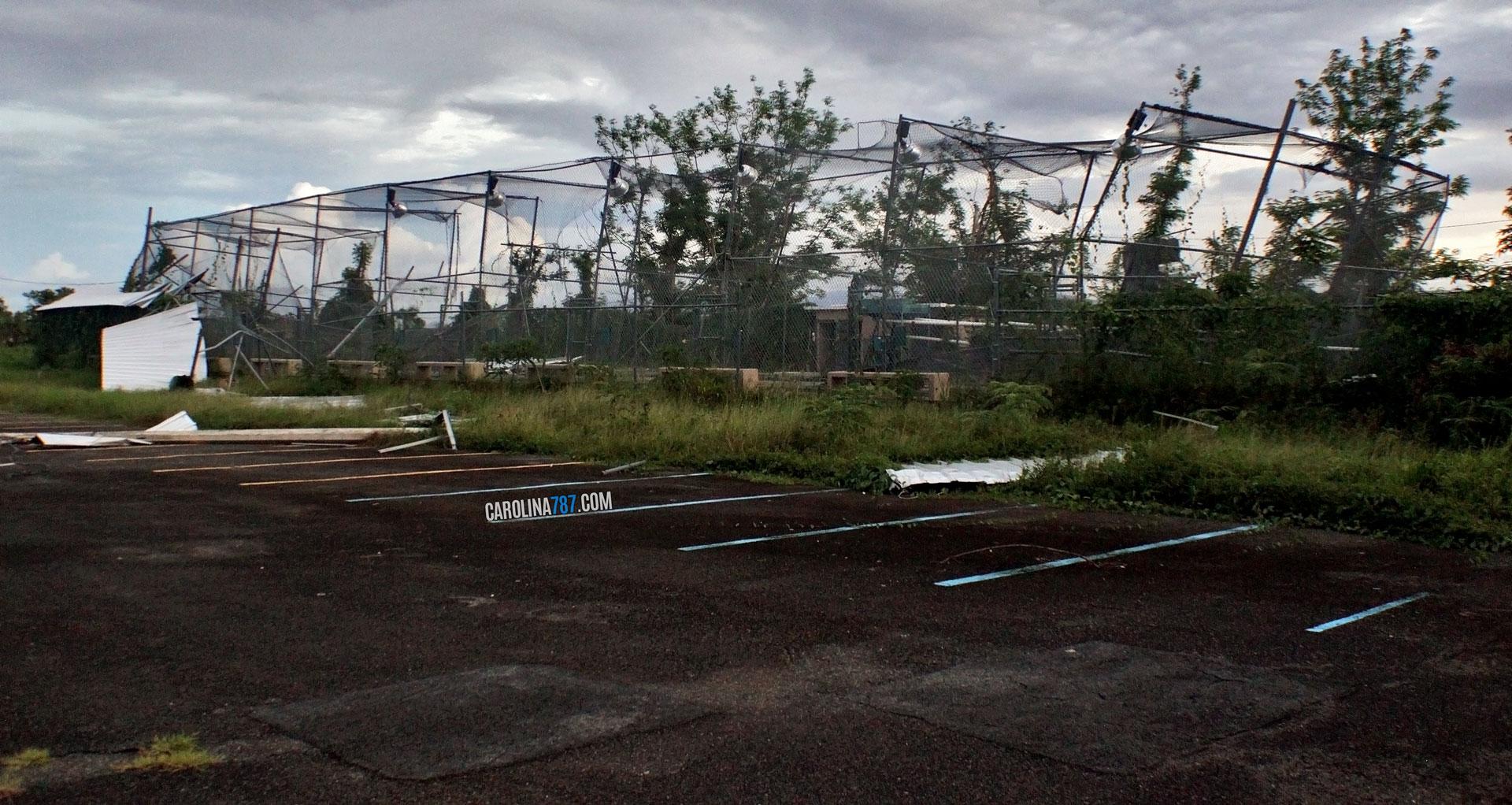 Destrucción tras el paso del Huracán María por la Ciudad Deportiva Roberto Clemente en carolina, Puerto Rico.