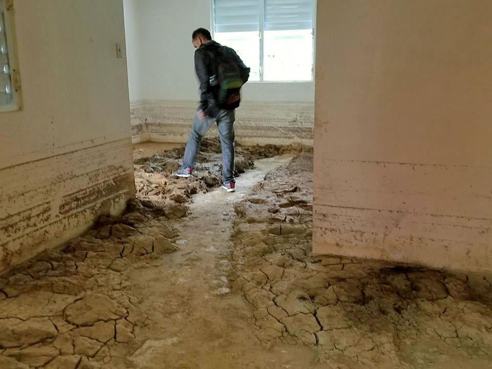 Casa llena de fango tras el paso del Huracán María por Orocovis, Puerto Rico.