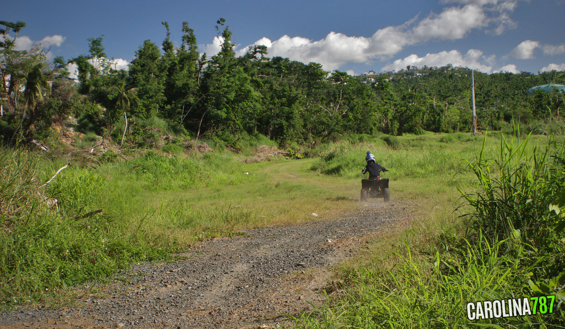 "Niño corriendo ""Four Track"". Foto tomada en Carolina, Puerto Rico."