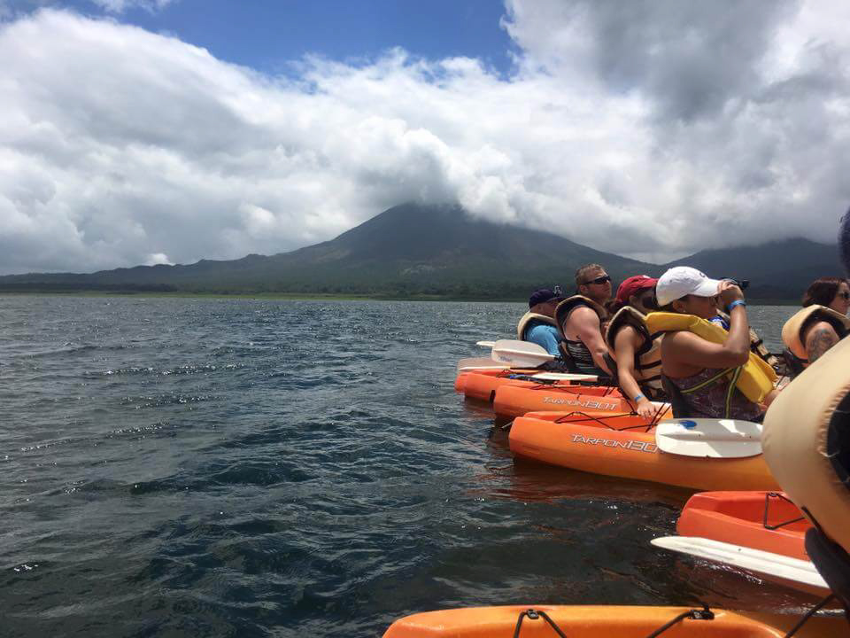 blog-explore-central-america-lake-arenal-kayak