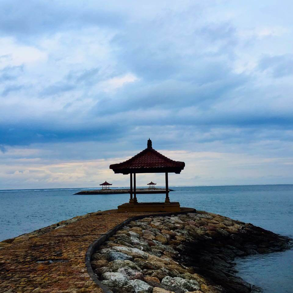 blog-12-things-you-should-give-up-to-be-a-mindful-traveler-bali-pagoda-sanur-beach.JPG