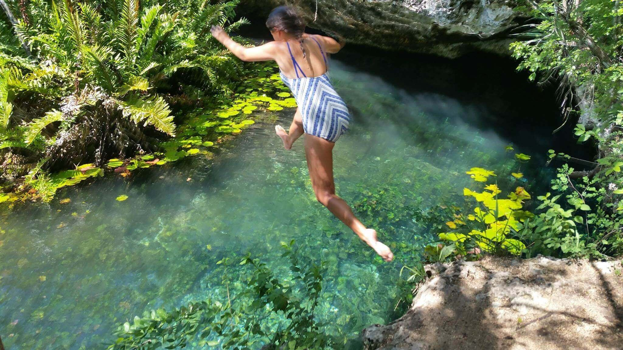 blog-jumping-into-cenotes
