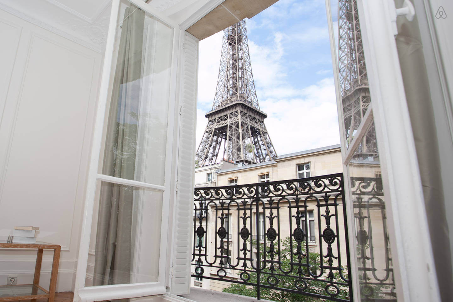 Top 5 places to stay in paris tips to explore the city for Places to stay in paris near eiffel tower