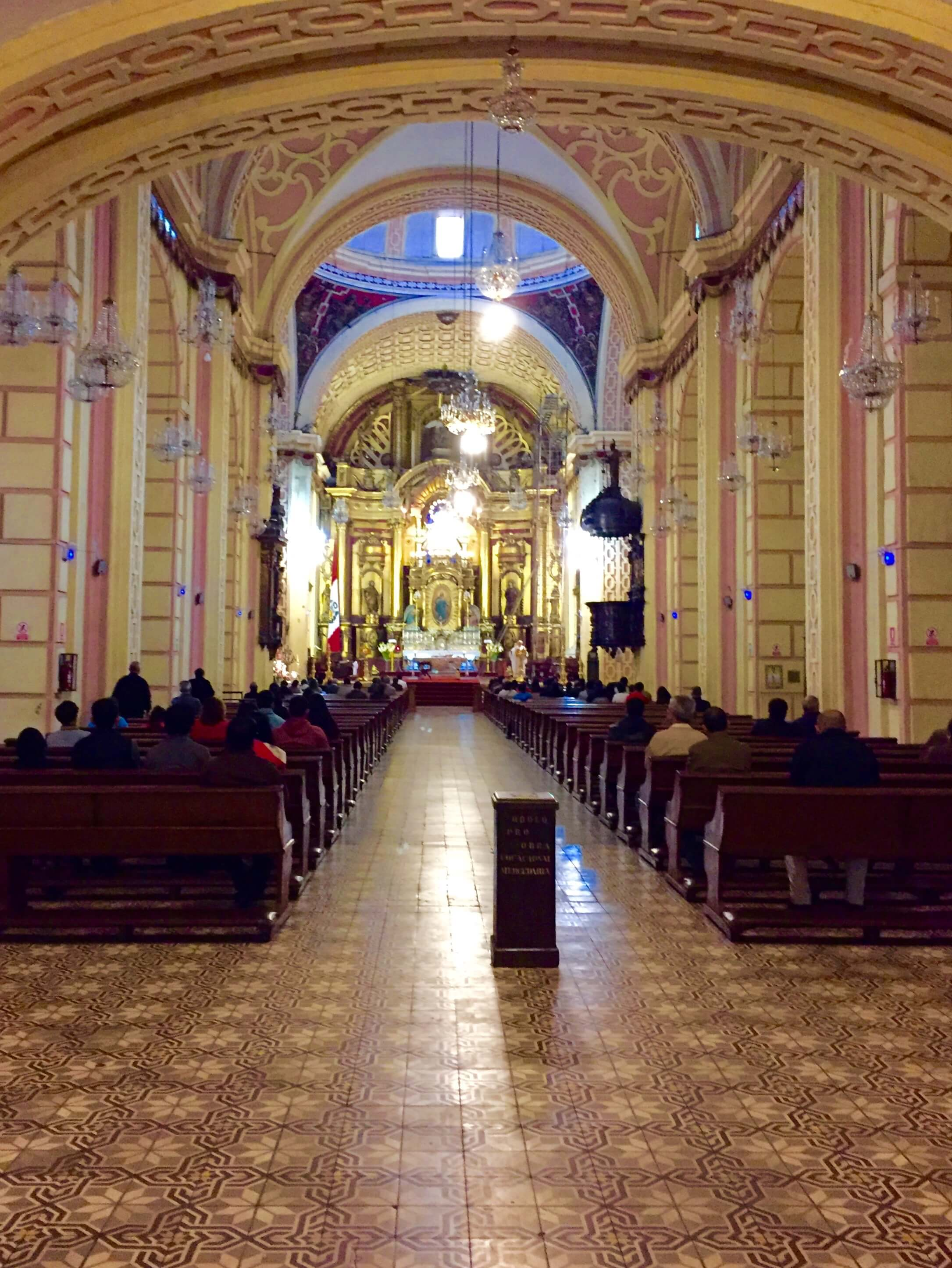 blog-spare-day-in-lima-inside-church