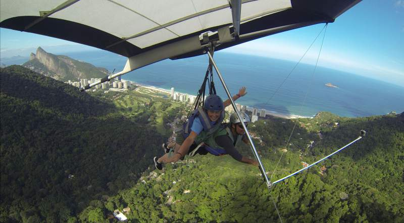 under30experiences-group-travel-blog-for-millennials-advice-from-a-solo-traveler-take-the-leap-hang-gliding