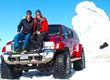 under30experience-group-travel-blog-for-millennials-iceland-glacier-live-different-podcast-superjeep