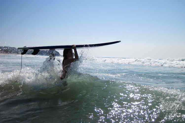 under30experiences-group-travel-blog-for-millennials-challenge-yourself-surf