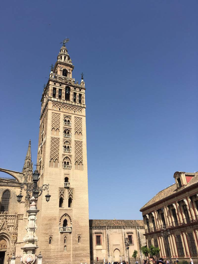 under30experiences-group-travel-blog-for-millennials-catedral-de-sevilla