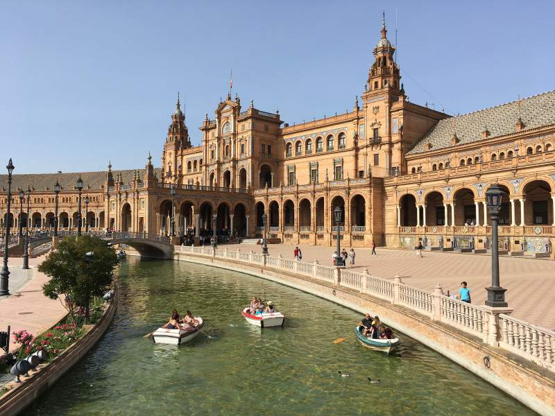 under30experiences-group-travel-blog-for-millennials-plaza-de-espana