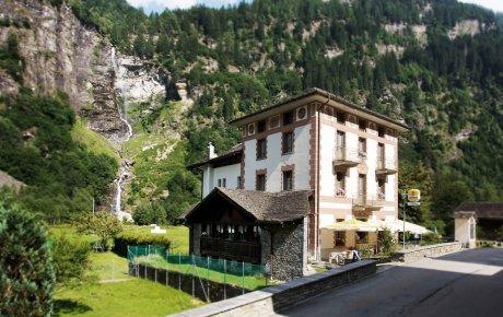 L'albergo ristorante La Cascata, a Rossa