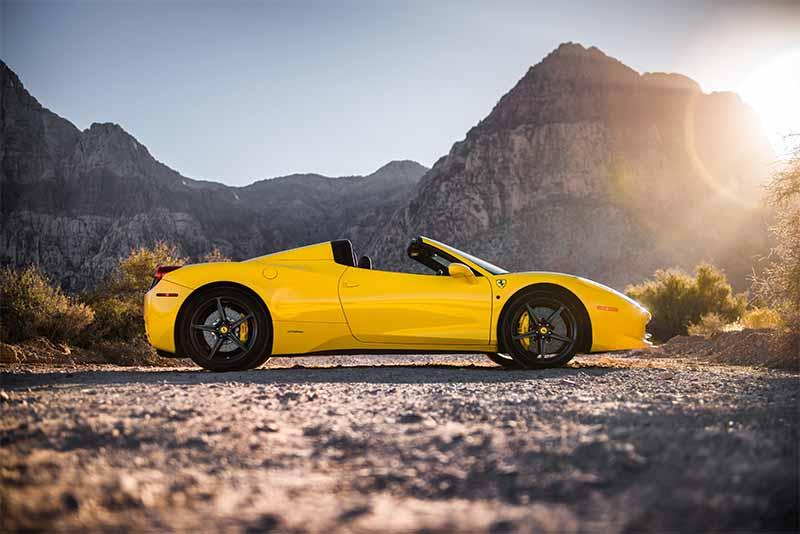 2015 Ferrari 458 Italia Convertible (Yellow)