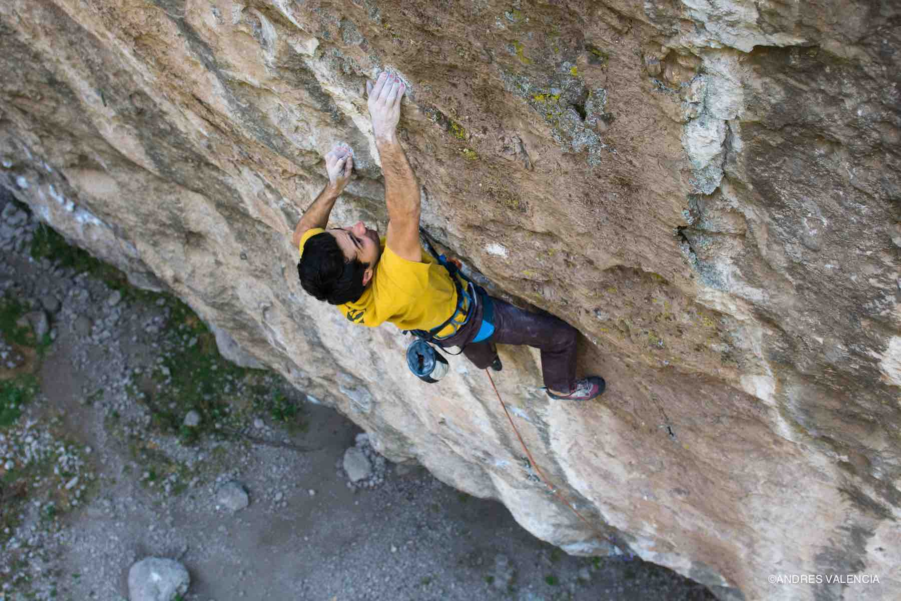 Mauricio Huerta escalando