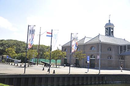 Iepenziekte bezorgt de Marine in Den Helder hoofdbrekens