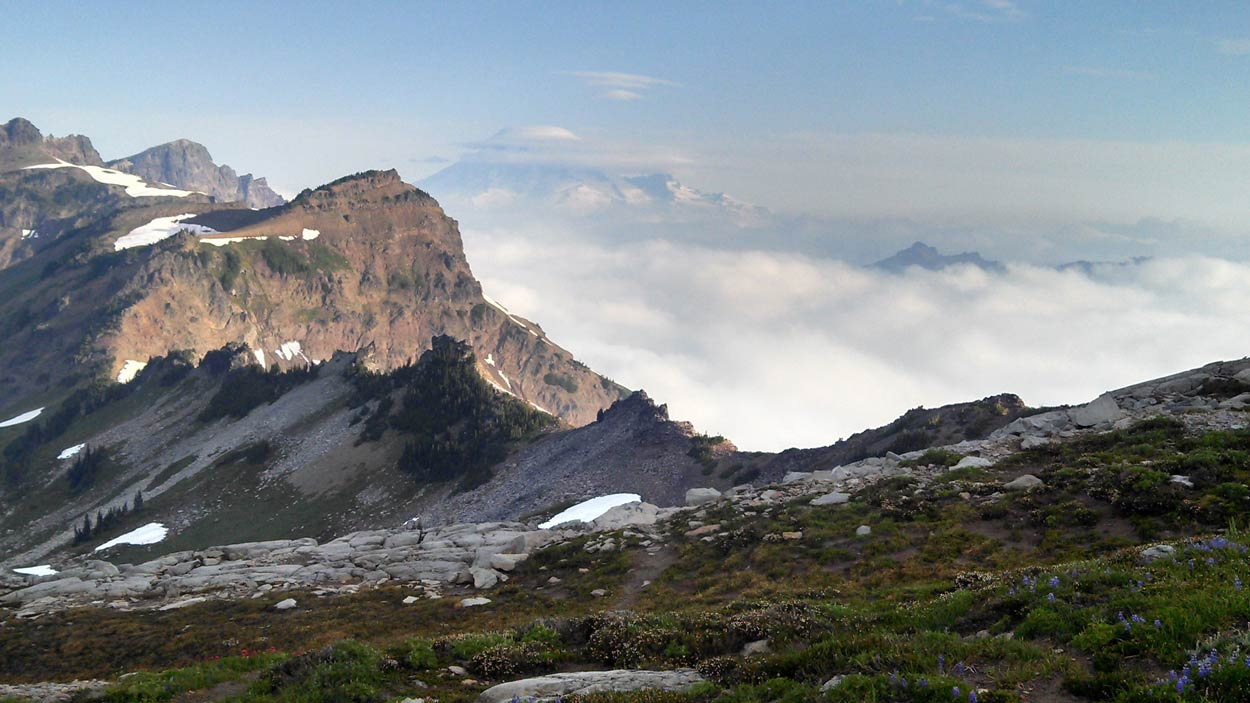 The knife ridge in Goat Rocks Wilderness, PCT