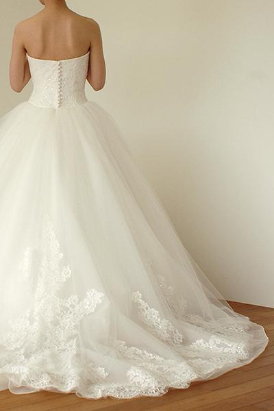 ハートネックのチュールボリュームドレス