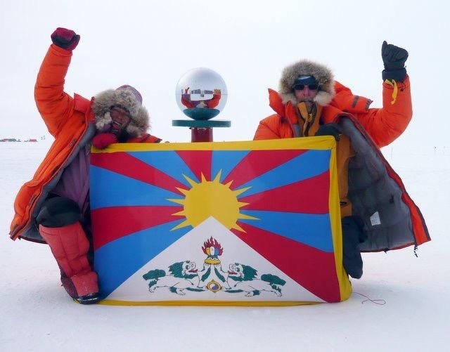 Tibetan flag flies at South Pole