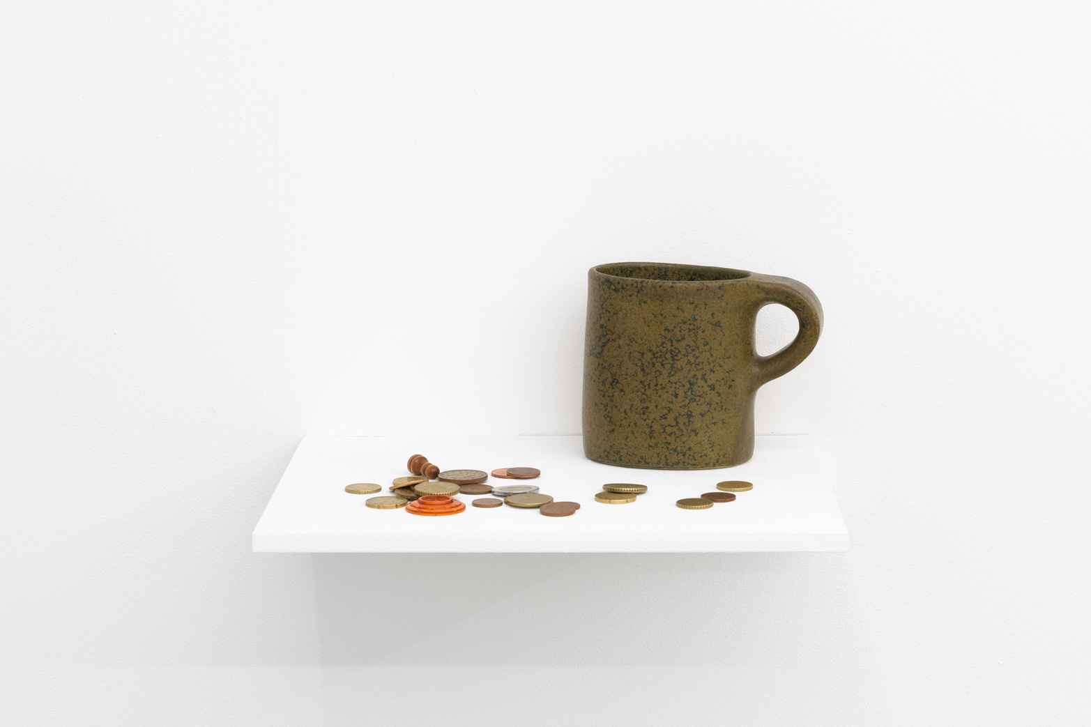 Petra Feriancová, Survivals, Relics, Souvenirs, 2015. Ceramic mug, coins and other objects. Tenderpixel.