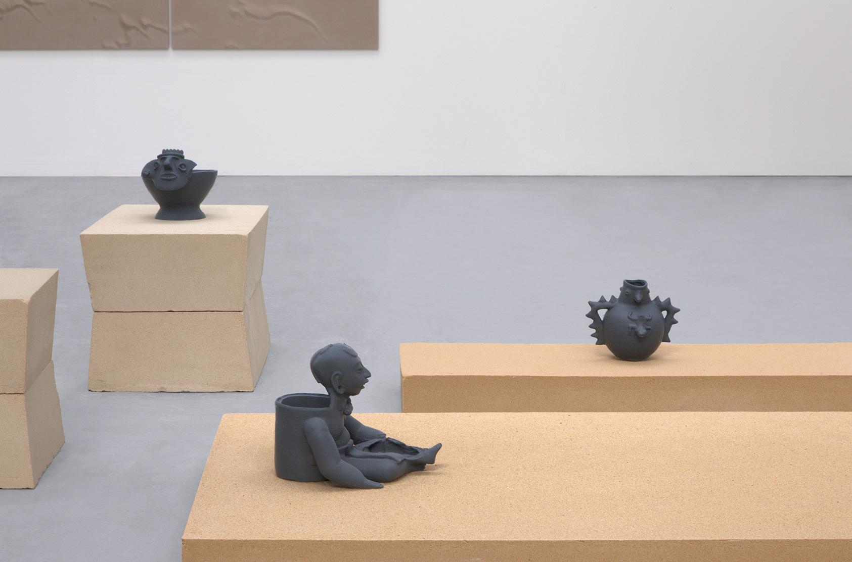 Andrea Zucchini, terra terra, 2015. 3D printed replicas of Mesoamerican artefacts, sand.