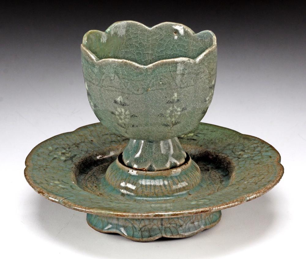 Korea Koryo Inlaid Celadon Cup & Stand Porcelain Vase