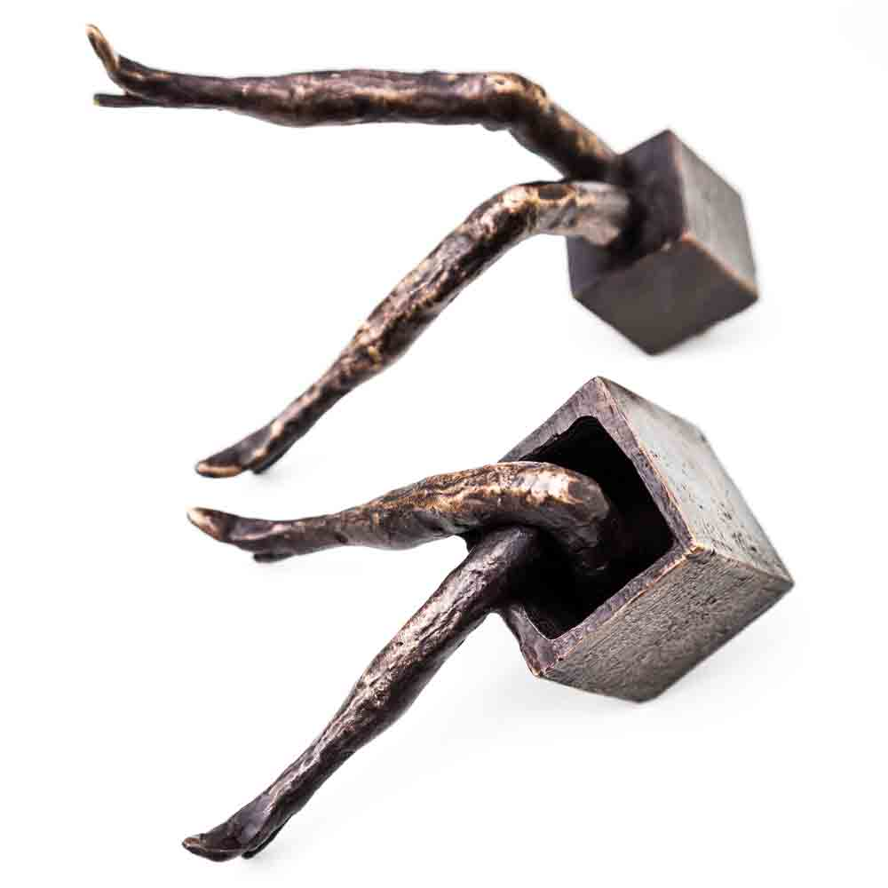 Staanders Bronzen Beeld Project Verborgen benen door Veri Wisman