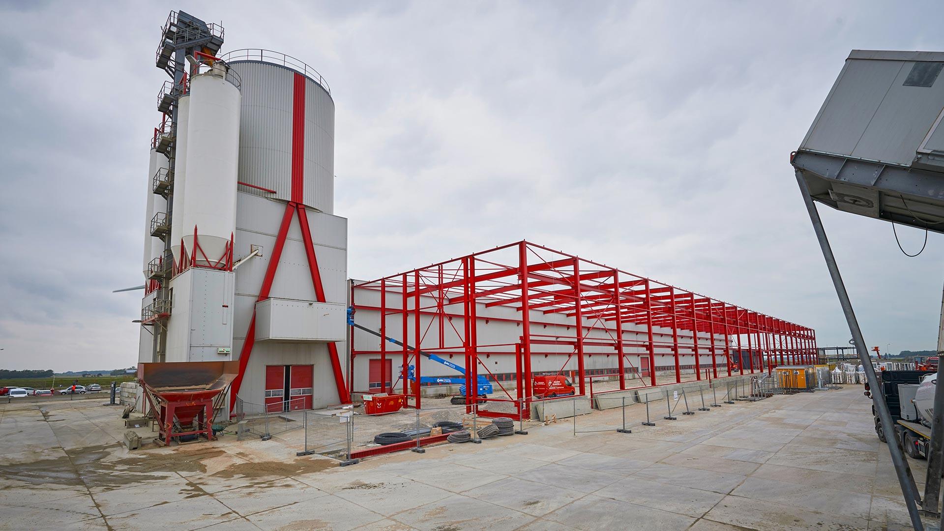 De uitbreiding van de bestaande fabriek van Spaansen Bouwsystemen in Harlingen