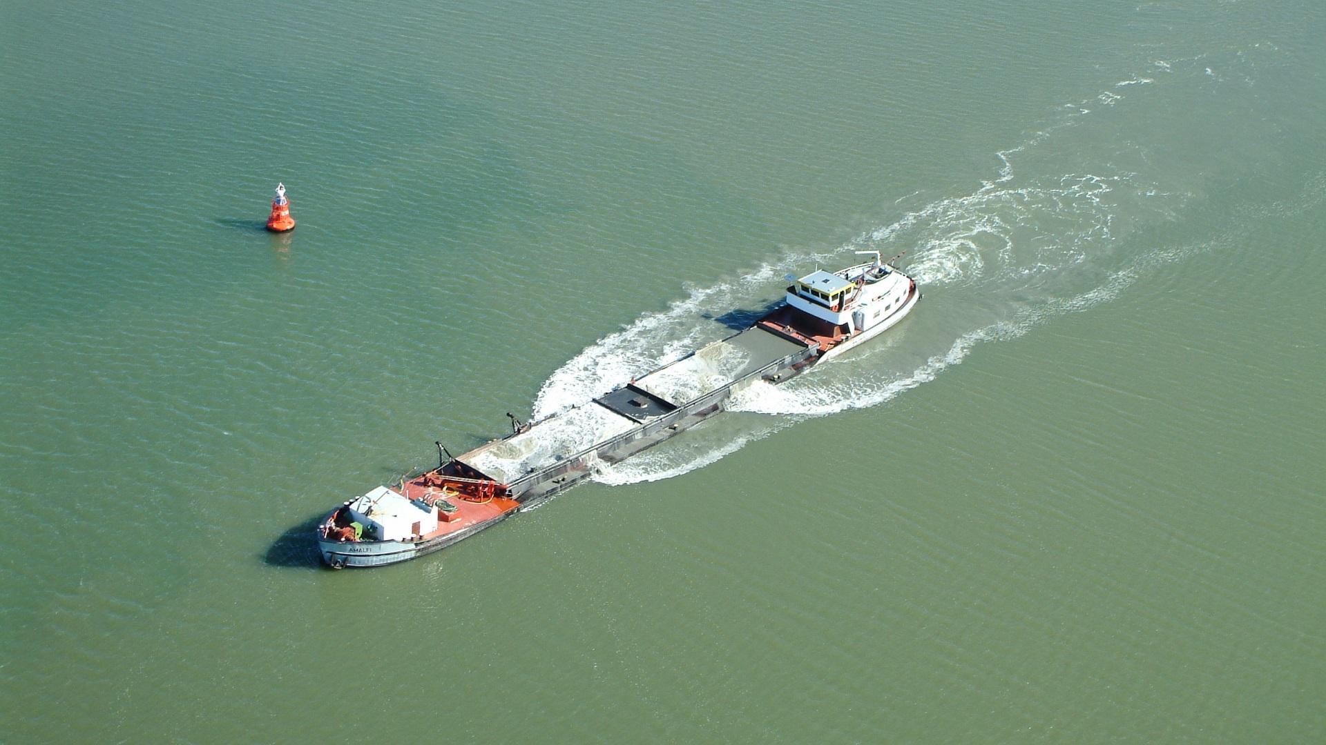 Amalfi binnenvaartschip Zandhandel en Overslag Feenstra B.V. overgenomen door Spaansen Groep B.V.