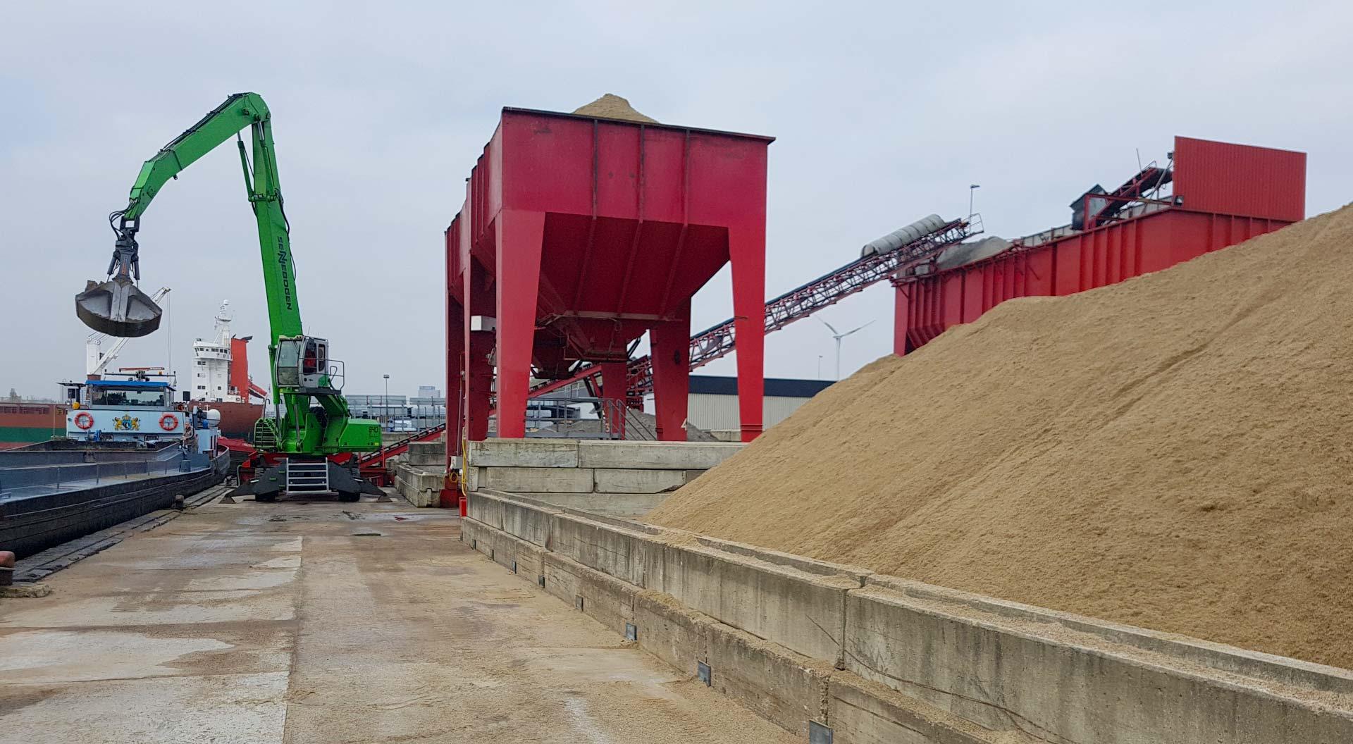 Spaansen Grondstoffen en Logistiek - loslocatie Vlothavenweg Amsterdam - project Noorderkwartier Van Gelder