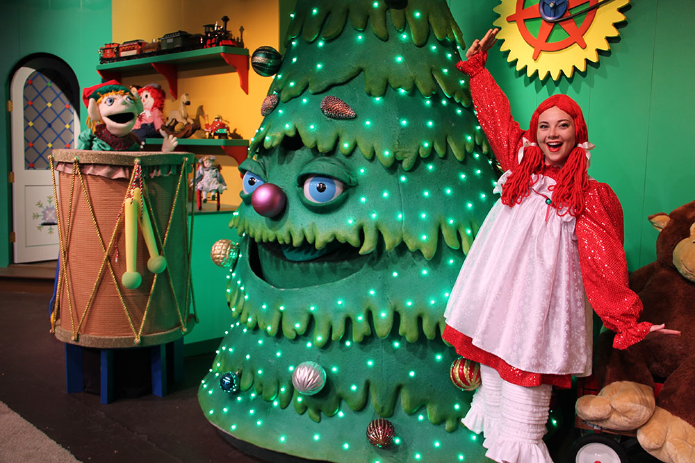 fa la la follies celebrate christmas on the bayou and take a seat by the fire in homestead ridge and enjoy silver dollar city style sounds and stories - Silver Dollar City Christmas