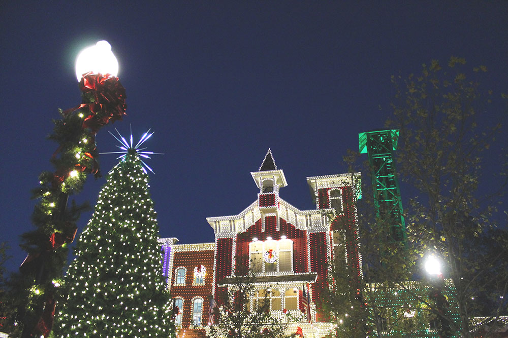 special effects tree and rudolphs holly jolly christmas light parade plus families can enjoy 2 broadway style shows and other festive entertainment