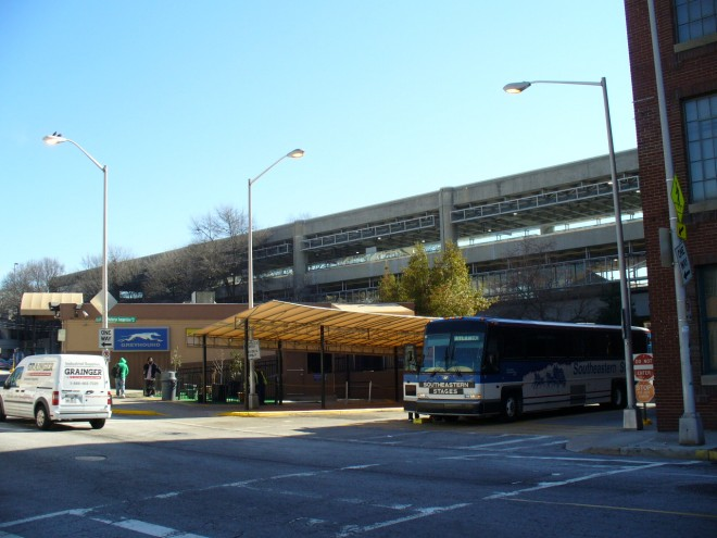 Megabus, Greyhound offer a total of 6 bus schedules from Chicago to Atlanta. Keep in mind that this 2 road operator(s) have different ticket prices and service offers shown on the bus timetable. Greyhound tickets are available for USD /5(K).