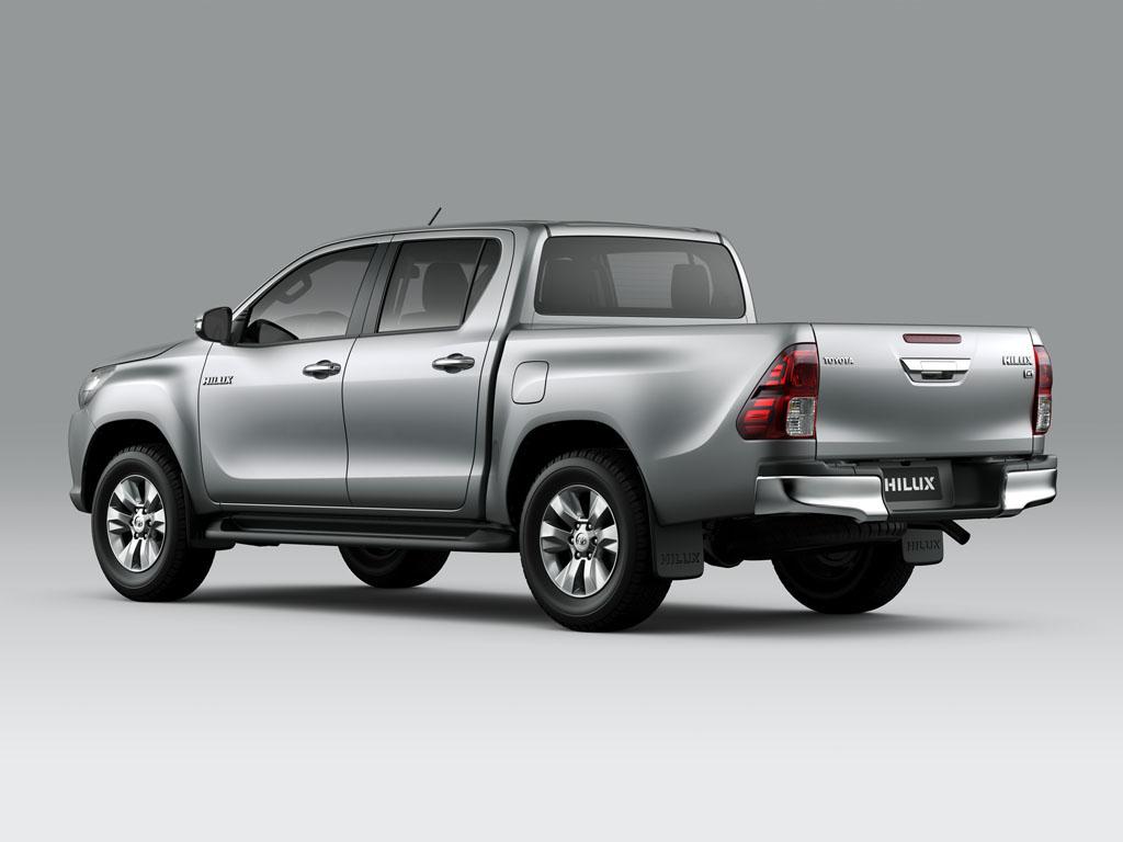 giá xe Toyota Hilux 2.5 E