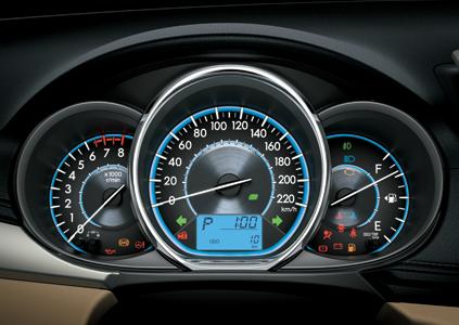nội thất xe Toyota Vios 2017 đồng hồ